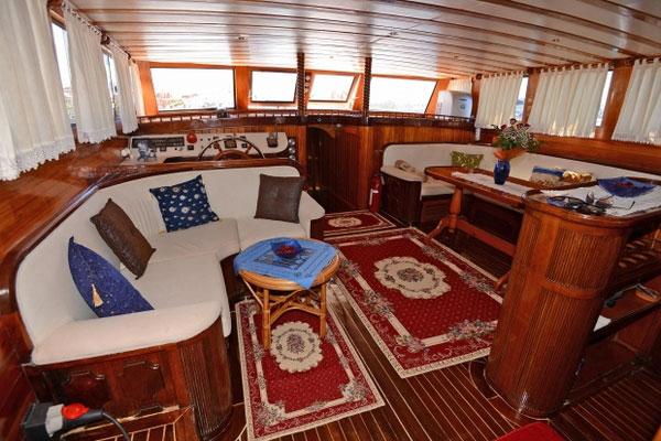 Lounge on Sundial Boat