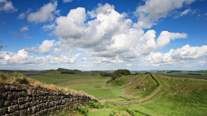 walking hadrian's wall path