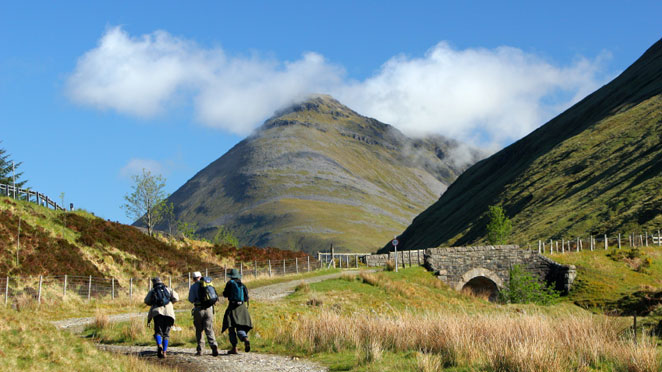 662.Walkers-on-the-West-Highland-Way