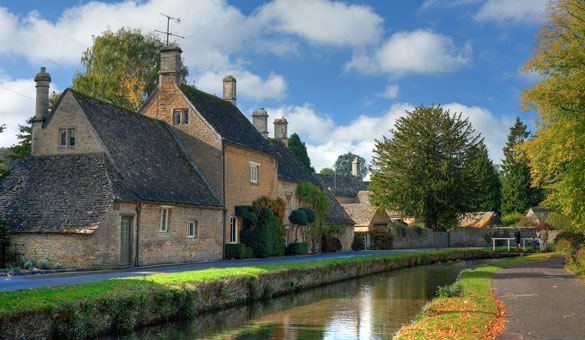 Bourton on the Water - Walking in the Cotswolds