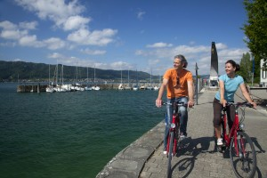 Lakeside cyclists