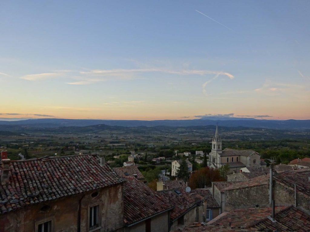 sunset-over-bonnieux-looking-through-village