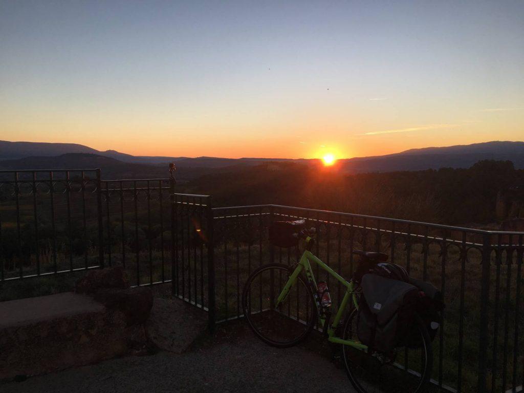 bike-sunrise-at-top-of-roussillon-2