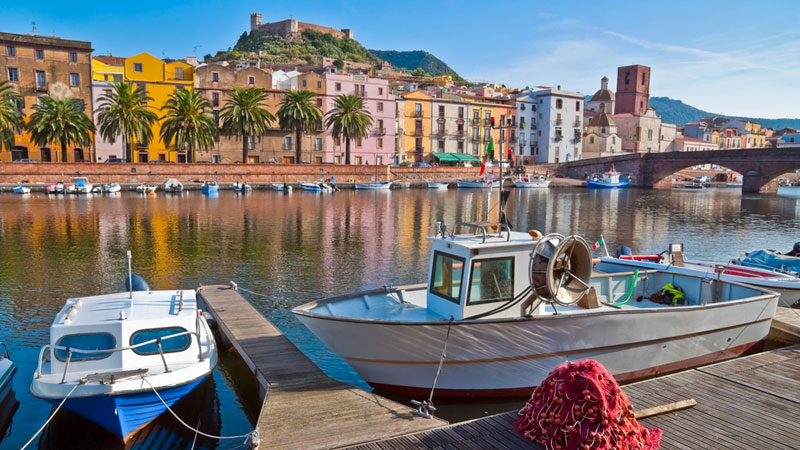 The colourful buildings on the banks of the River Bosa