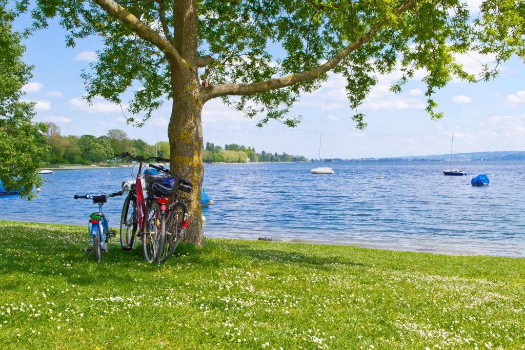 Stop for a picnic by the lake.