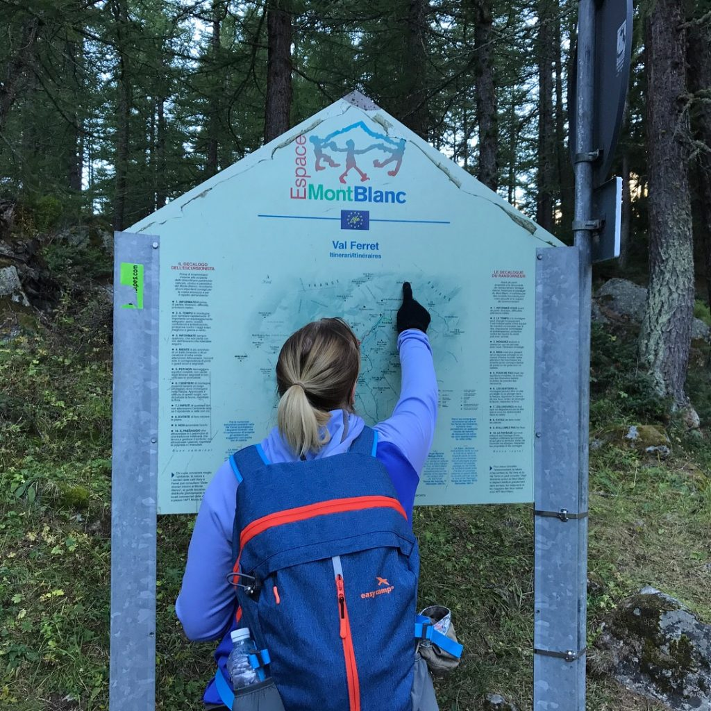 Tour du mont blanc hiker at information board